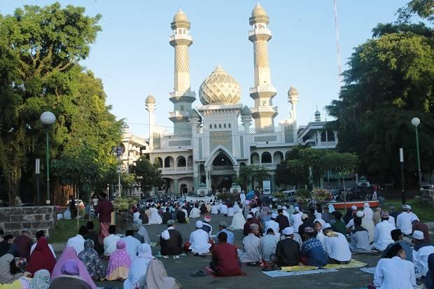 https: img.okeinfo.net content 2020 05 24 519 2218854 melihat-sholat-id-berjamaah-di-masjid-bersejarah-di-malang-HXGoXg2Y7F.JPG