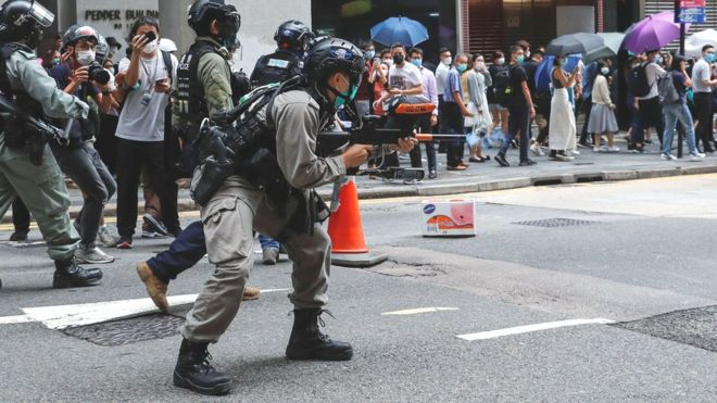 https: img.okeinfo.net content 2020 05 27 18 2220469 polisi-tembakkan-peluru-merica-tangkap-240-orang-dalam-demonstrasi-terbaru-hong-kong-DuSoKbj9GN.jpg