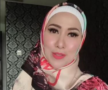 https: img.okeinfo.net content 2020 05 29 617 2221278 3-gaya-hijab-ala-venna-melinda-cantik-dan-elegan-S8ltaW21H3.JPG