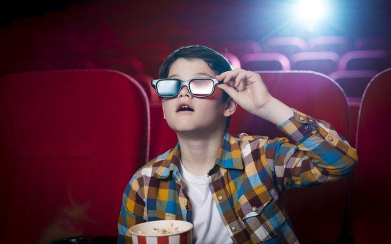 https: img.okeinfo.net content 2020 06 02 406 2223067 sambut-new-normal-aturan-nonton-di-bioskop-enggak-boleh-lagi-duduk-sebelahan-loh-PiJpe28Ko1.jpg