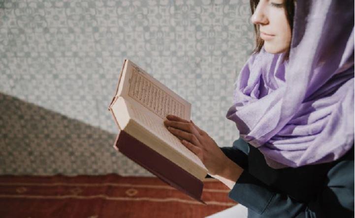 https: img.okeinfo.net content 2020 06 03 614 2223996 kisah-seorang-gadis-masuk-islam-karena-surah-al-fatihah-ROsviWajhk.JPG