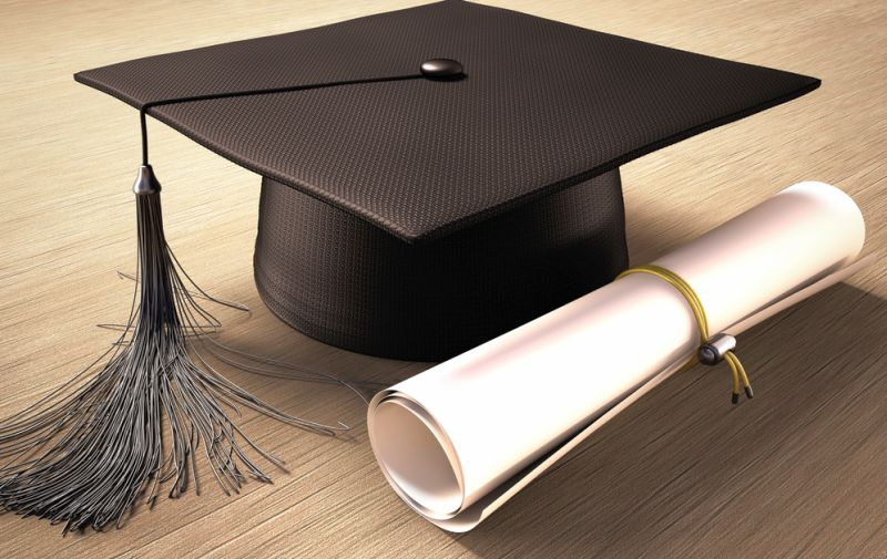 https: img.okeinfo.net content 2020 06 20 65 2233302 cerita-mahasiswa-berjuang-jadi-sarjana-jual-ponsel-hingga-sepatu-q9mMX2uaV2.jpg
