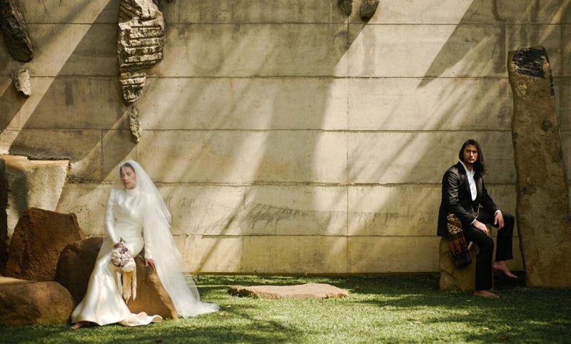 https: img.okeinfo.net content 2020 06 23 194 2235045 resmi-menikah-indahnya-gaun-pengantin-tara-basro-bikin-kamu-enggan-berkedip-WfGznGrkJS.jpg