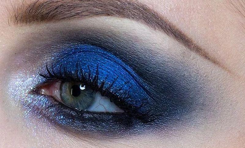 https: img.okeinfo.net content 2020 06 23 611 2234957 tutorial-makeup-blue-smookey-eye-ala-tasya-farasya-bikin-cewek-kulit-sawo-matang-enggak-minder-n16Fo69ALb.jpg