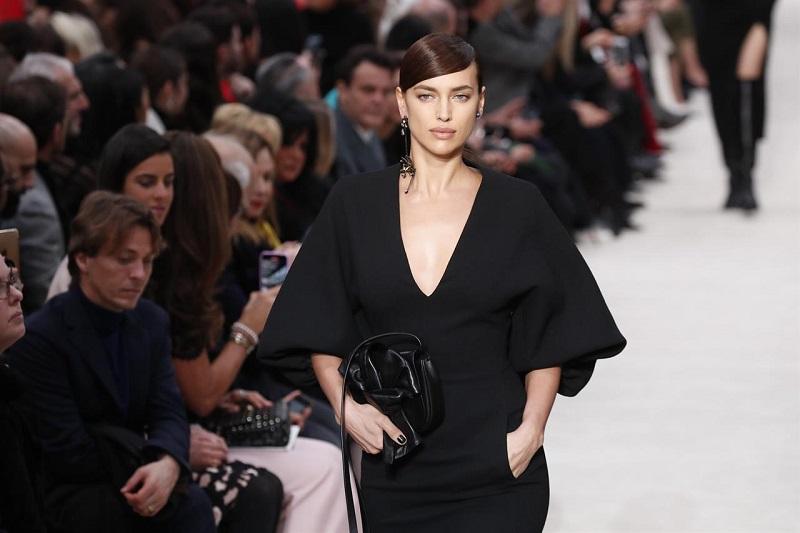 https: img.okeinfo.net content 2020 06 26 194 2236809 paris-fashion-week-siap-digelar-september-2020-khusus-busana-wanita-3LcKHnkkYf.jpg