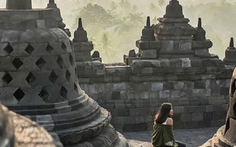 https: img.okeinfo.net content 2020 06 26 406 2236915 wisatawan-asing-sudah-boleh-kunjungi-borobudur-IDlyiaWNh7.jpg