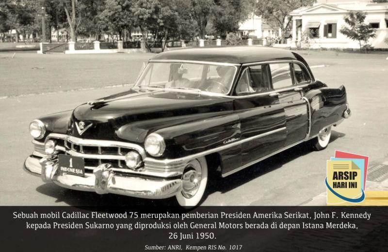 https: img.okeinfo.net content 2020 06 26 52 2236879 kisah-presiden-soekarno-diberi-hadiah-mobil-cadillac-fleetwood-75-oleh-john-f-kennedy-xkU3TppWiI.jpg