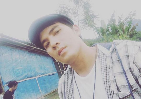 https: img.okeinfo.net content 2020 06 29 33 2238367 tangis-ibu-ridho-ilahi-pecah-dengar-putranya-terjerat-kasus-narkoba-l711eTQKsw.PNG