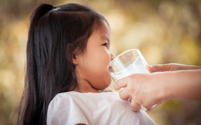 https: img.okeinfo.net content 2020 06 29 481 2238267 anak-alergi-susu-sapi-rentan-terinfeksi-covid-19-IEA2inLH2v.jpg