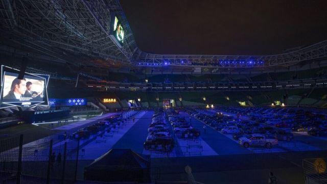https: img.okeinfo.net content 2020 06 29 51 2238075 stadion-sepakbola-di-brasil-jadi-bioskop-drive-in-gara-gara-corona-OlWrzH2O95.jpeg