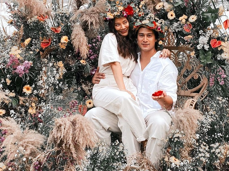 https: img.okeinfo.net content 2020 06 30 196 2238892 tara-basro-dan-daniel-adnan-rayakan-pesta-pernikahan-bertema-midsommar-zFFfff59jc.jpg