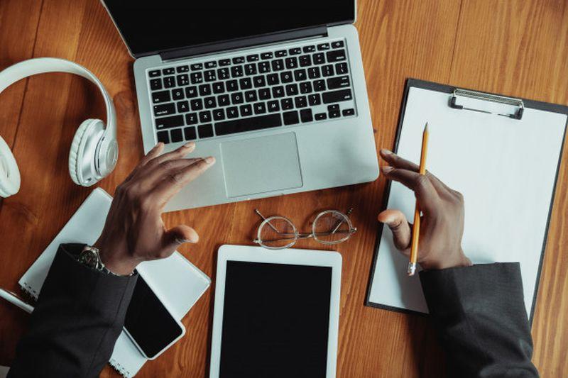 https: img.okeinfo.net content 2020 06 30 406 2239079 tingkatkan-kualitas-umkm-baparekraf-gelar-digital-entrepreneurship-pnITa807gk.jpg