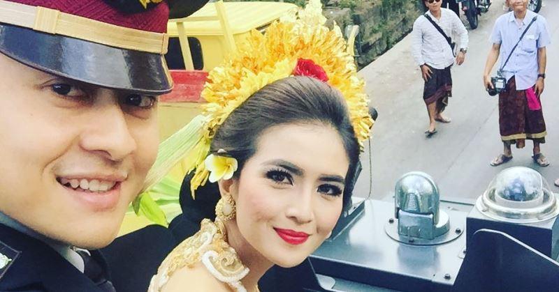 https: img.okeinfo.net content 2020 07 01 33 2239310 hut-bhayangkara-4-artis-cantik-ini-menikah-dengan-polisi-8leRjzdABs.jpg