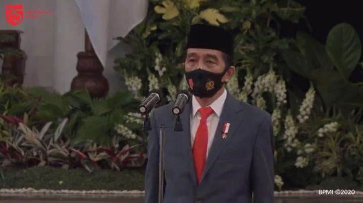 https: img.okeinfo.net content 2020 07 01 337 2239261 presiden-jokowi-pimpin-upacara-hut-74-bhayangkara-di-istana-negara-6jhewoNCSr.jpg