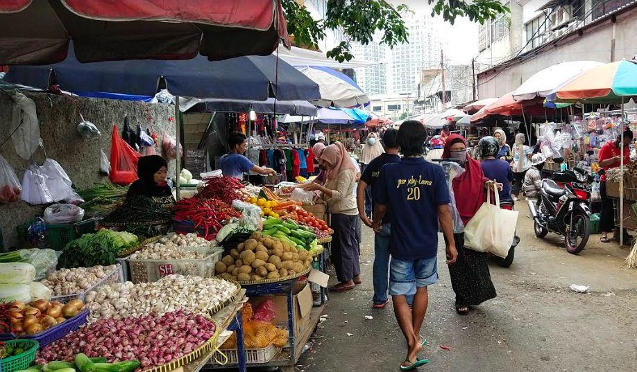 https: img.okeinfo.net content 2020 07 01 338 2239423 pedagang-pasar-tradisional-masih-gunakan-kantong-plastik-sebagai-pembungkus-YbQmA4IWq4.jpg