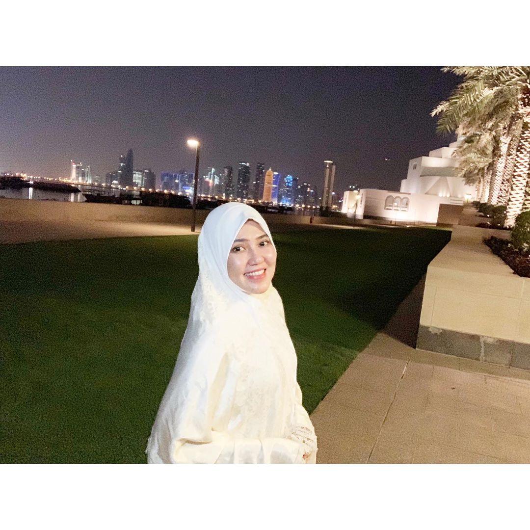 https: img.okeinfo.net content 2020 07 01 617 2239372 4-gaya-hijab-via-vallen-yang-simpel-klasik-tapi-tetap-cantik-bl1VEEfXQJ.jpg