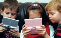 Cegah Anak Melihat Konten Negatif di <i>Gadget</i> Orangtua Harus Ikut Terlibat