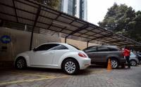 BUSINESS HITS: <i>Wuihh</i>, Jaguar Seharga Rp1,1 Mliar <i>Nonggol</i> di Lelang Barang Sitaan KPK