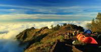 Ingin Kuat saat Mendaki Gunung? Ikuti Tips ala Relawan, Salah Satunya Jaga Ritme Langkah Kaki