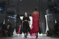 Desainer Prabal Gurung Rancang Koleksi Busana untuk Wanita Bertubuh Gemuk di NYFW Spring 2018