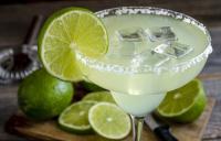 Hentikan Kebiasaan Memakan Hiasan Buah di Minuman, karena Banyak Terpapar Bakteri!