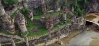 Pria Ini Bangun Kastil Seluas 50 Hektare Selama 20 Tahun