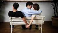 Jatuh Cinta dengan 2 Pria Sekaligus, Haruskah Pilih Keduanya?