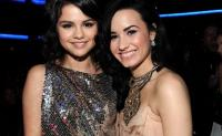 Demi Lovato Ungkap Masa Sulit Lewat <i>Simply Complicated</i>, Selena Gomez Kirim Pesan Cinta