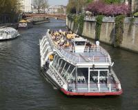 BACKPACKER DIARY: Indahnya Menyusuri Sungai Seine Paris dengan Kapal Pesiar, Cuma Bayar Rp200 Ribuan!