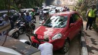 Kejang saat <i>Nyetir</i> Mobil, Dosen Universitas Gunadarma Kecelakaan di <i>Flyover</i> UI