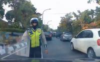 VIRAL! Awalnya Mau Ditilang, tapi Usai Nobar CCTV Polisi Ini Akui Kesalahannya