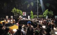 Tengah Malam, Polisi Pukul Mundur Massa Demo di Depan Istana