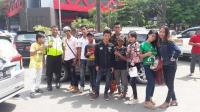 Bikin Terharu! Pantang Menyerah Raih Mimpi, Pengamen Ini Berjuang di Street Audition Grab Indonesian Idol 2017