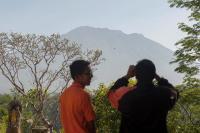 Status Gunung Agung Masih Awas, Gubernur Pastika Jamin Wisatawan Aman