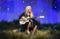 Lady Gaga Terima Penghargaan Platinum untuk Album
