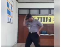 VIRAL! Polisi Zaman <i>Now</i> Joget ala Michael Jackson, Netizen: Mantap Goyangannya Pak!