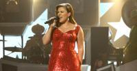 Perdana, Kelly Clarkson dan Pink akan Berduet di AMAs 2017
