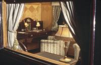 Intip Duplikat Interior Istana Buckingham di Kereta Pribadi Royal Family