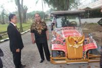 Keren! Bersiap dengan Upacara Adat Mandailing Esok Hari, Jokowi dan Iriana Bakal Tumpangi <i>Shuttle Car</i> Bermotif Ulos Mandailing