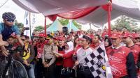 Gubernur Jabar & Bupati Kuningan Resmi Buka <i>Event</i> Balap Sepeda Tour de Linggarjat   i 2017