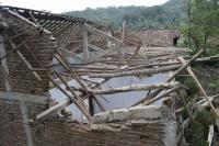 Selain Tertimpa Pohon Tumbang, Atap Rumah Warga Banyumas Tertiup Puting Beliung