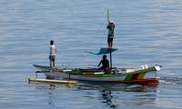 Nelayan Tak Berani Melaut, Ikan Mulai