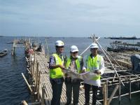 Sandiaga dan Menteri Bambang Pantau Proyek Tanggul Raksasa NCICD