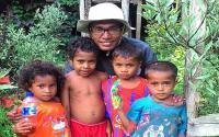 Perjuangan Shulhan Rumaru, Pegiat Literasi untuk Anak-Anak di Pelosok Maluku