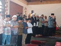 Sejumlah Tokoh Salati Jenazah AM Fatwa di Rumah Duka