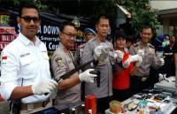 Polisi Ciduk 33 Orang dalam Razia Kampung Narkoba di Tanah Kusir