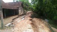 Hujan Deras, Jalan di Blora Ambles dan Merusak Rumah Warga