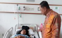 Menteri Nasir Jenguk Mahasiswa Korban Robohnya Selasar Gedung BEI