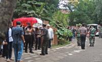 Prosesi Pemakaman Daoed Joesoef Dilakukan Secara Militer