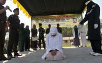 Terbukti Berzina, 2 IRT & 2 Pemuda Lajang Bakal Dicambuk 100 Kali